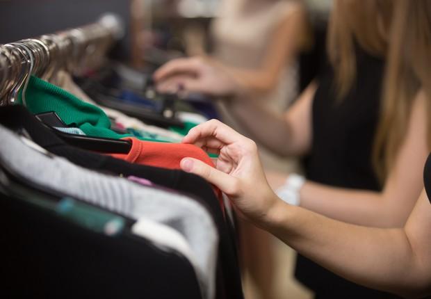 Pesquisa mostra que 48% dos consumidores pretendem reduzir gastos em 2018
